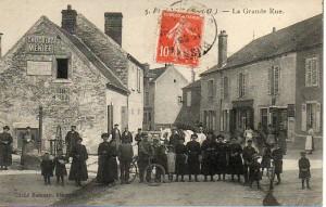 La grande rue - carte postée le 3 juin 1910