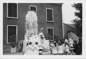 Autel dans les rues lors de la cérémonie de la fête Dieu