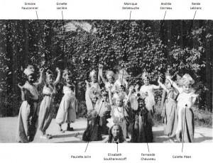 Vers 1939 -1940 - fête d'école à Paul Bert - Les Cambodgiennes