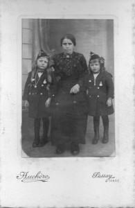 vers 1915 ou 1916 Gontard ( Rebuffé) Albertine - Eva à gauche Gisèle à droite